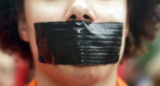 """Ley mordaza: multas de 600 euros por darle al """"me gusta"""" en redes sociales a un vídeo viral"""