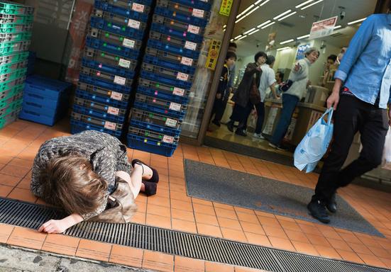 6 Foto Orang Mabuk Di jepang,Ternyata Seperti Ini Lho Mereka!