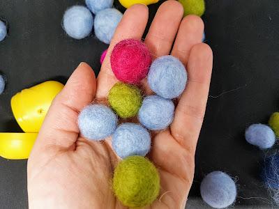 Heidididit - pääsiäismunien kuorista huopa palloja