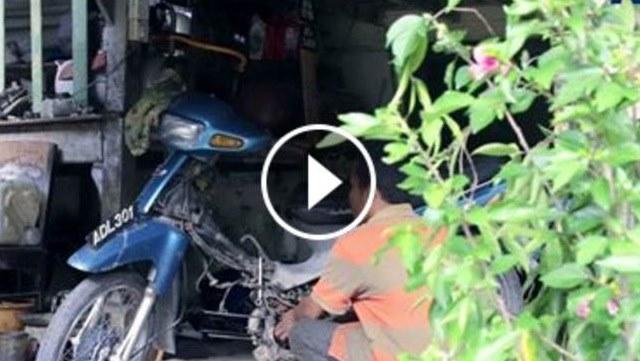 VIDEO: Tak Ingin Berharap Belas Kasihan Orang Lain, Pria Buta Ini Pilih Jadi Seorang Montir