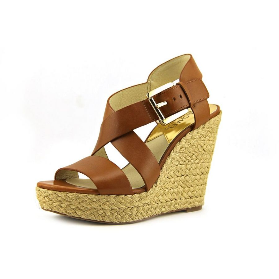 Choosing Michael Kors wedges products to improve your fashion style