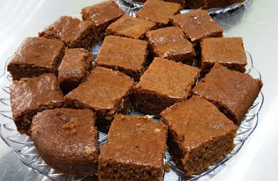 Some like their molasses sfouf plain without any decoration Molasses cake – Sfouf b debs Recipe
