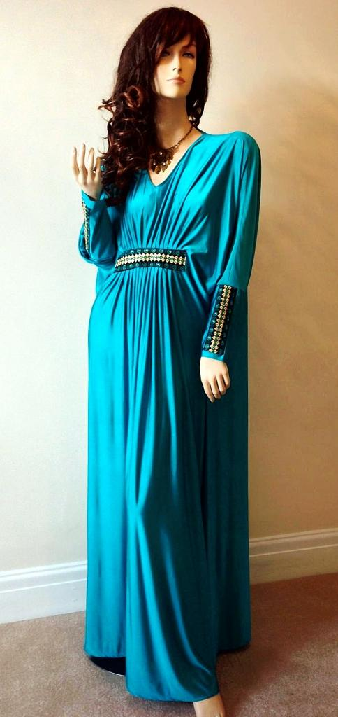 cfe0fbe7bd327 I like how this Abaya sits,and it looks like it will be comfortable to wear  during later pregnancy.