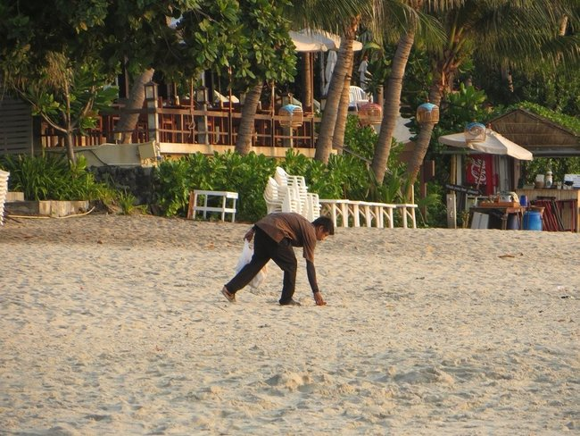 Уборка пляжа Самуи