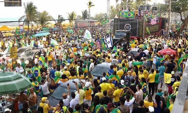 Em Boa Viagem, manifestantes pró-Bolsonaro gritam palavras de ordem contra PT; veja fotos