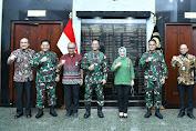 Terima Bantuan Perlengkapan Kesehatan dari Pertamina, Kasad: TNI AD Siap Bantu Pertamina