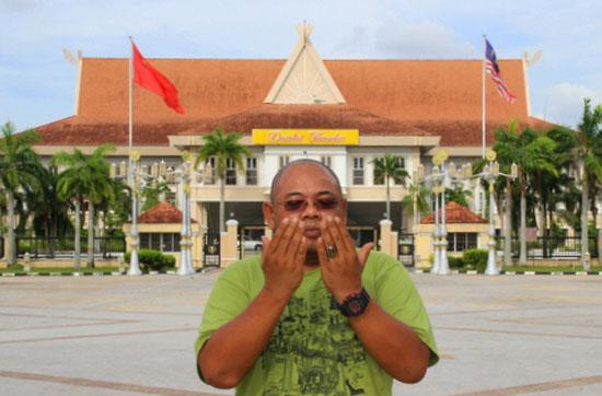 Blogger Wartawan Terkenal Mazidul Akmal Koma