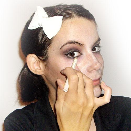 maquillaje de zombie barato paso 6