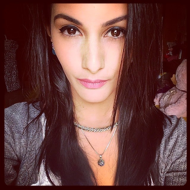 , Kollywood Actress Amyra Dastur Selfie Pics from Twitter, Instagram