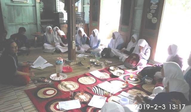 SMK Khalilyah Bangsri Jepara membuat pelatihan menulis berita