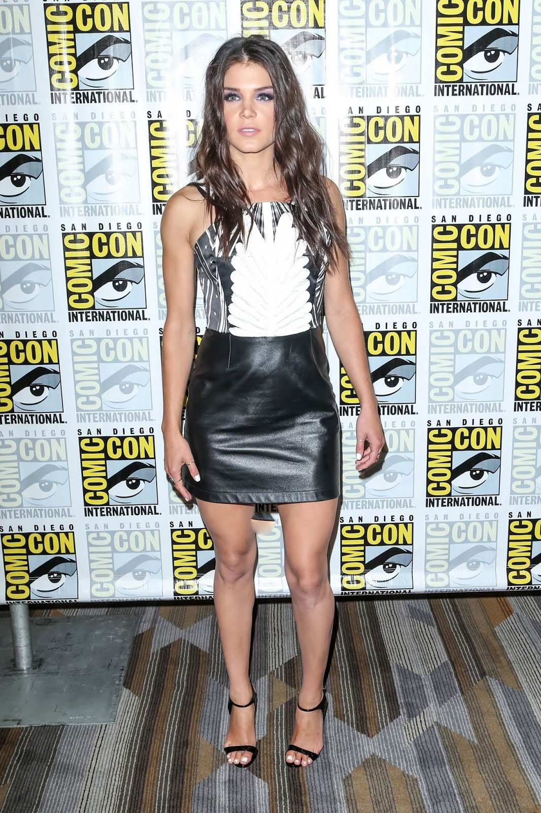 Lovely Ladies In Leather Marie Avgeropoulos In A Leather