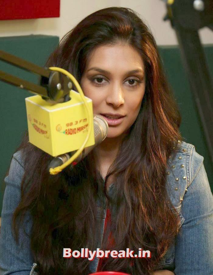 Preeti Desai, Abhay Deol and Preeti Desai Promote One By Two at Radio Mirchi