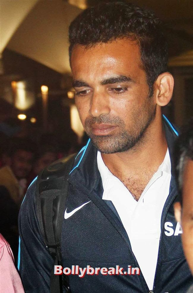 Zaheer Khan, Indian Cricket Team Return from South Africa at Mumbai Airport