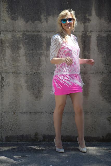maglia bianca con frange come abbinare una maglia bianca con frange fringed shirt how to wear fringed shirt  mariafelicia magno colorblock by felym fashion blogger italiane blog di moda outfit giugno outfit estivi