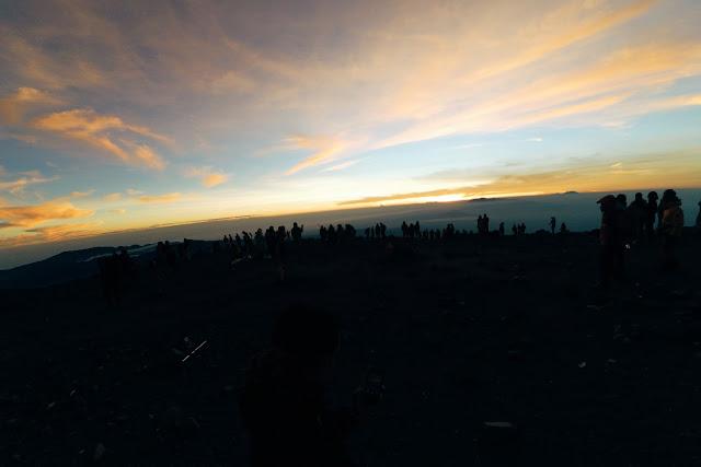 Foto Keren Sunrise di puncak Mahameru