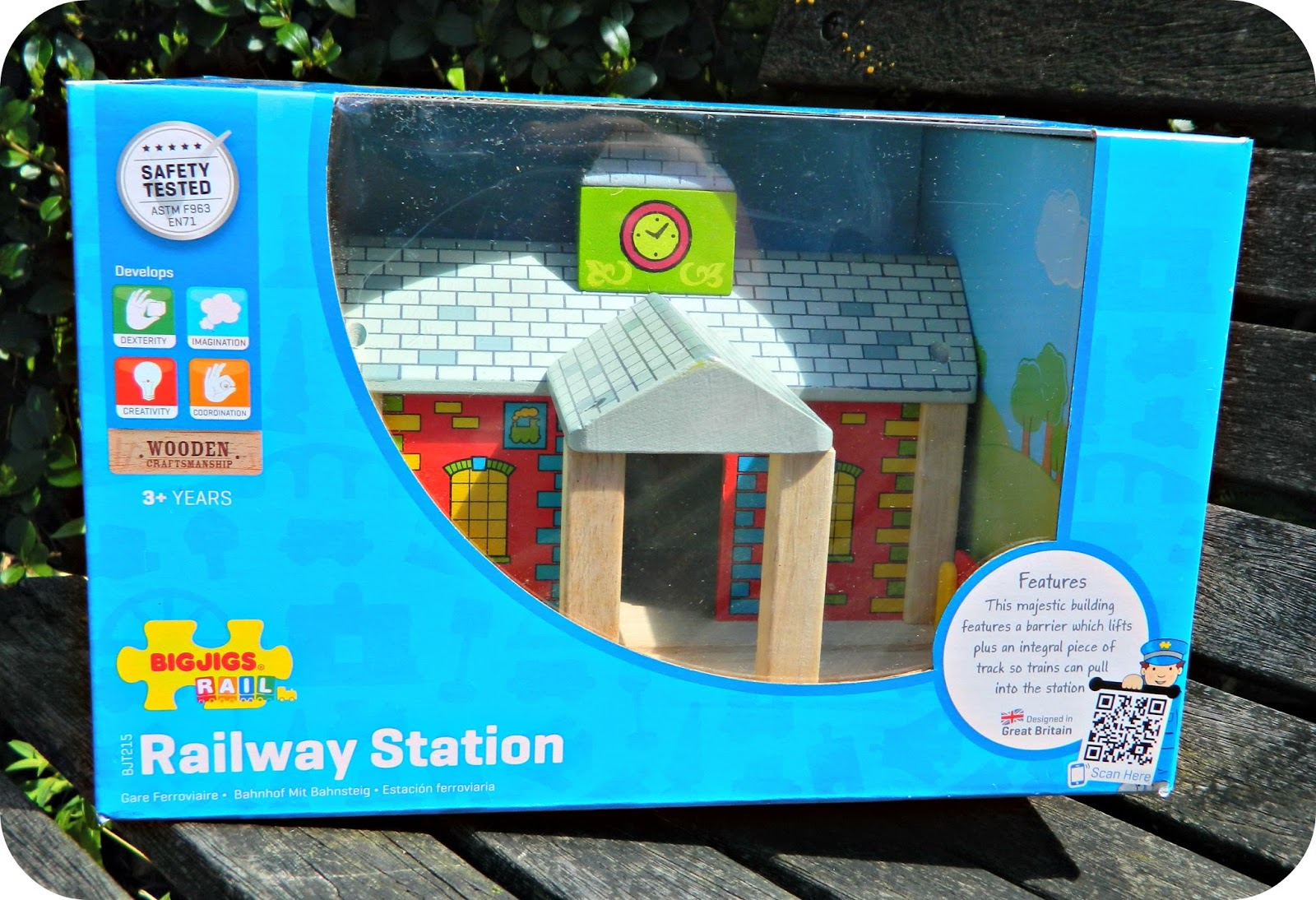 Play Patrol - Bigjigs Rail Railway Station Wooden train set