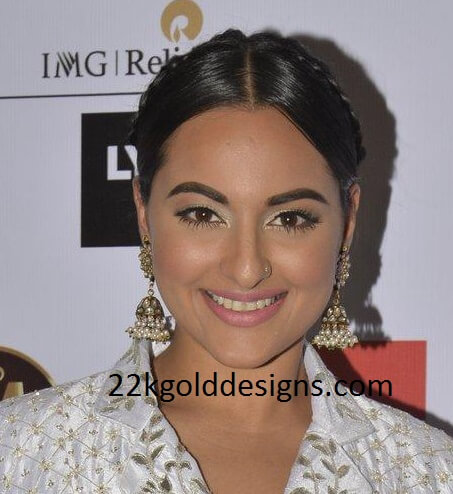Sonakshi Sinha in Jhumkas at LIFW 2016