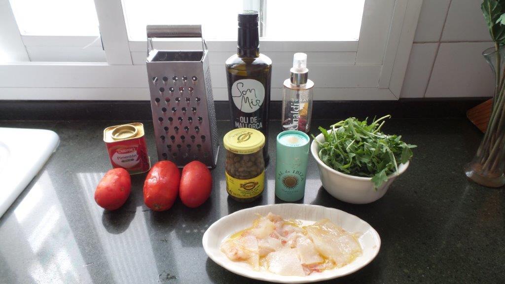 Ingredientes de la ensalada de láminas de bacalao