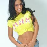 Andrea Rincon, Selena Spice Galeria 10 : Minifalda De Jean y Camiseta Amarilla Foto 7