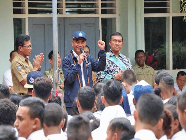 Muhajiir Efendi Pantau Hari Pertama Sekolah di Kota Jayapura