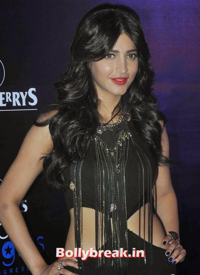"""Reacting to the attack on the actress, famous south actress Khushbu Sundar posted a tweet saying, """"@shrutihaasan hey brave lady..hope things r fine..take care dear..loads of love n hugs..."""" , Shruti Haasan attacked by suspected stalker in her apartment"""