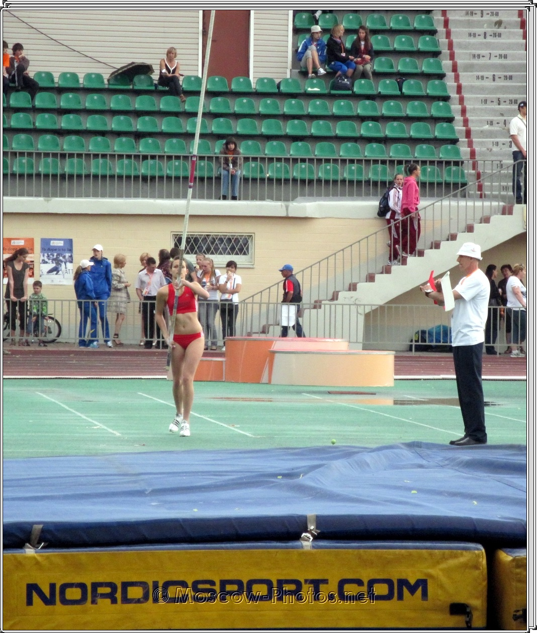 Girls Pole Vault at European Youth Trials 2010
