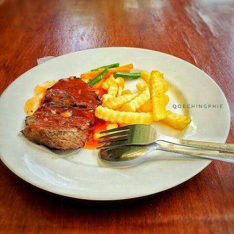 Tempat Makan dengan Menu Beragam dan Harga yang Bersahabat, Cek  Rumah Huk Family Resto