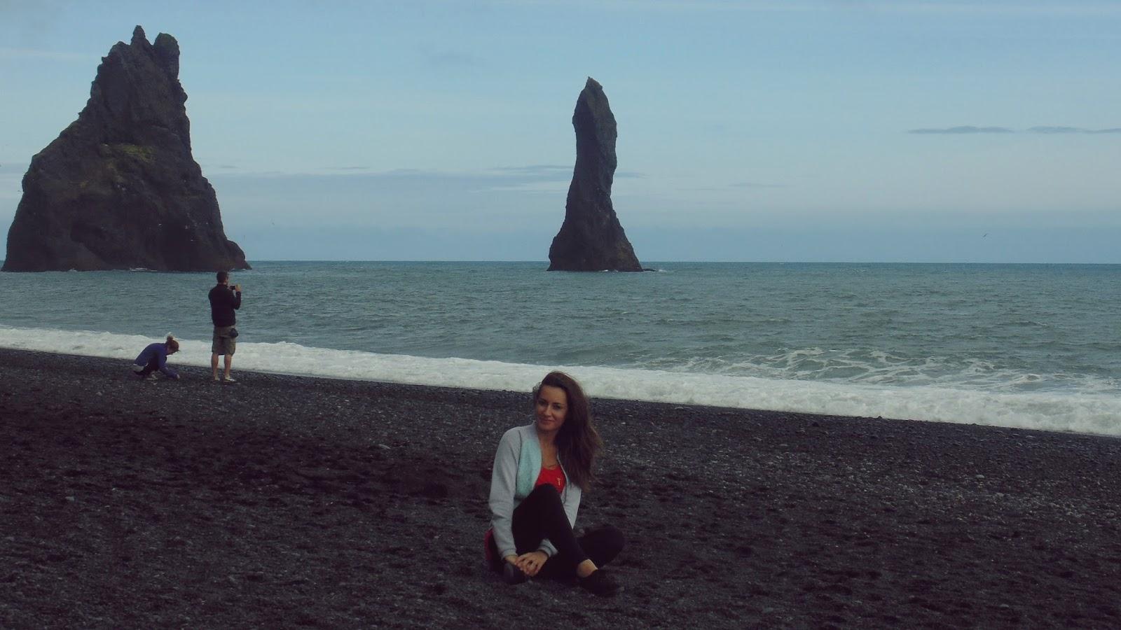 Reynisdrangar, Reynisfjara, czarna plaża, islandzka plaża, Islandia