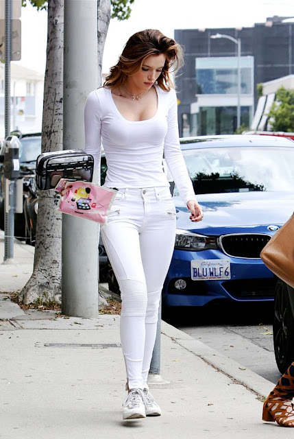 Bella Thorne in White Jeans