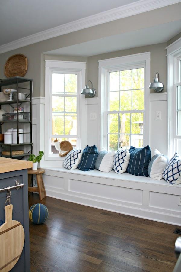 window seat in kitchen