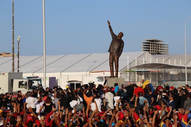 """Desvelan la estatua de Chávez en la cumbre de los """"no Alineados"""""""