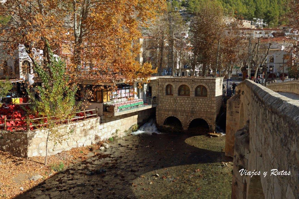 Río Júcar a su paso por Alcalá del Júcar