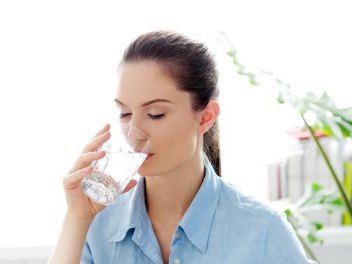 Terlalu Lama Berada Diruangan Ber-AC Bisa Sebabkan Dehidradi Loh