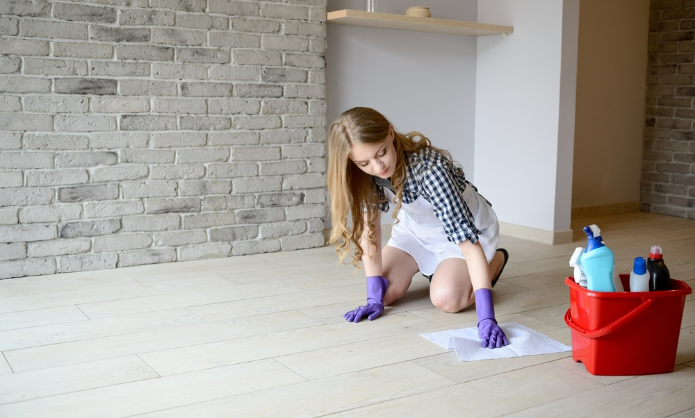 How can I remove stains from the floor?