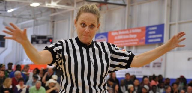 Árbitro sorda de baloncesto Marsha Wetzel