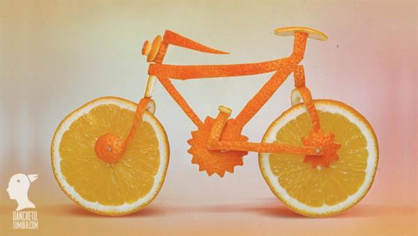 Una bicicleta hecha con rebanadas de naranja