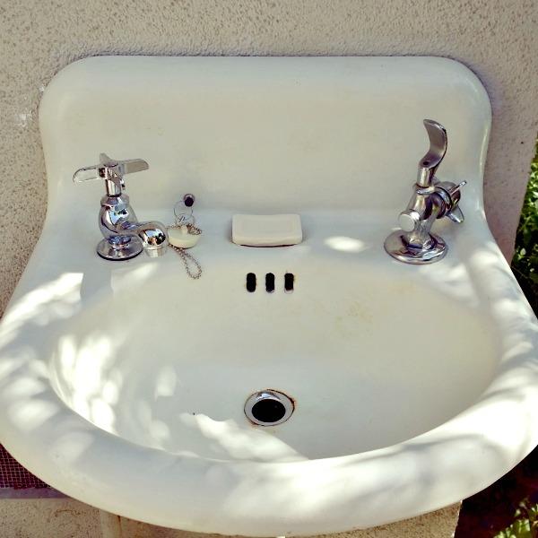 Vintage Sink 33
