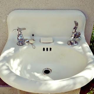garden hacks, vintage sink