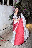 Bollywood Actress Vidya Balan Pos in Saree at Live in Conversation With Renil Aham  0003.jpg