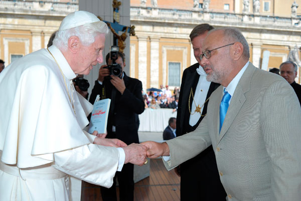 Tomasz Rut during the meeting with Pope Benedict in Vatican