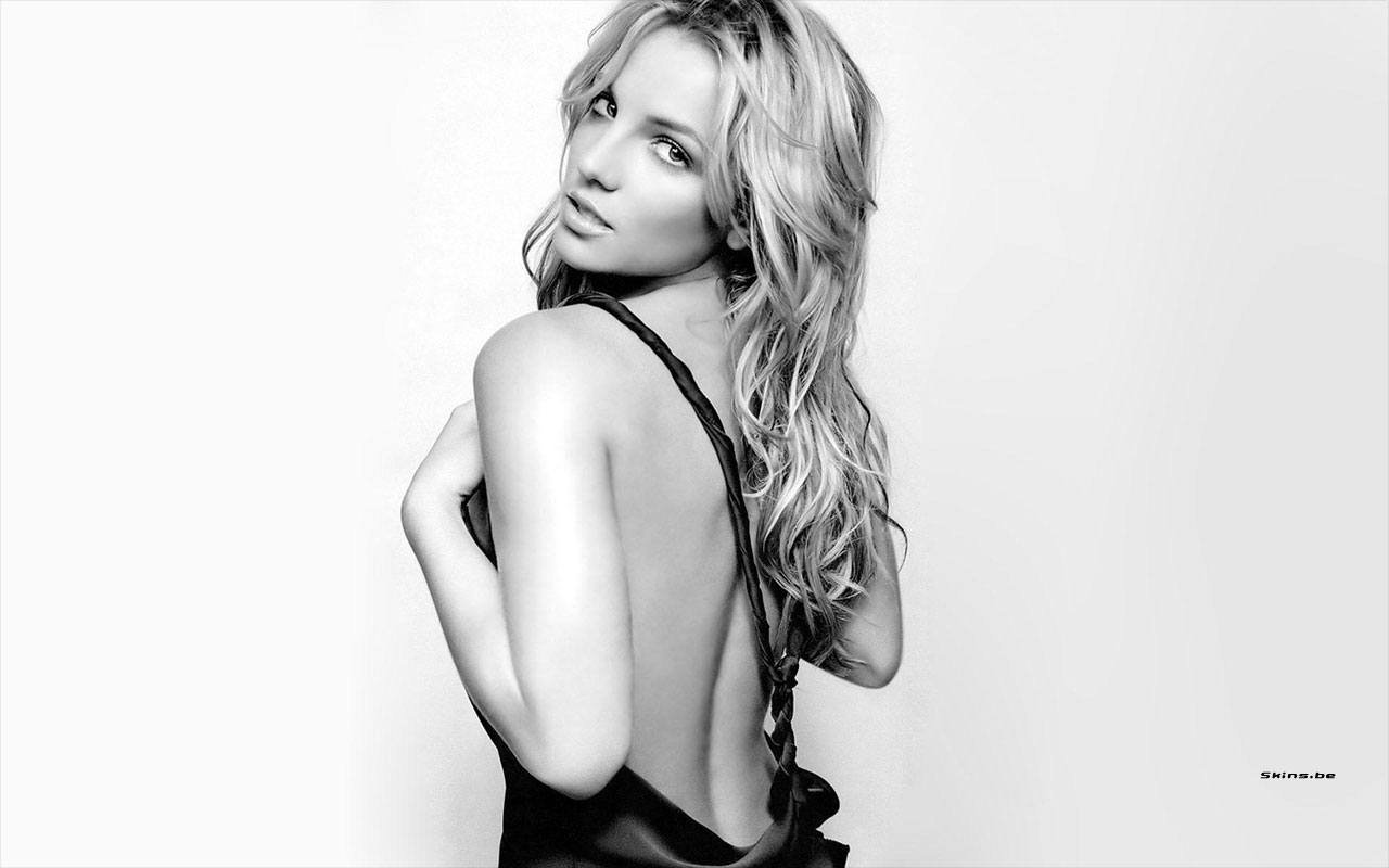 Photoshoot Britney Spears Bold Pics Sexy Hot images in Seducing Poses Showing Back