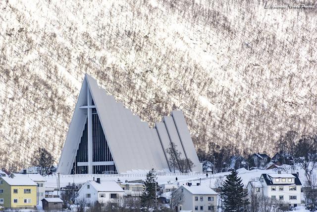 Catedral del Ártico, Tromsø - Noruega, por El Guisante Verde Project