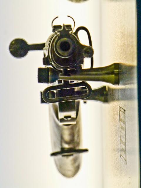 Fusil del ejercito de Esukadi en el Memorial del Cinturon de Hierro