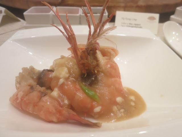 黑蒜蛋白煮大虾