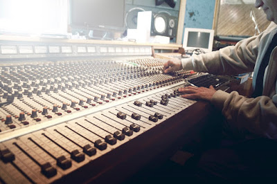 5 Essential Components for Home Recording Studio 1