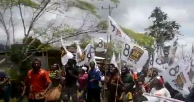 Masyarakat Papua Ramai-Ramai Kibarkan Bendera PKS
