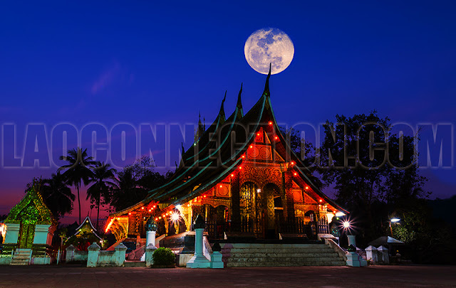 Wat Xieng Thong With Full Moon