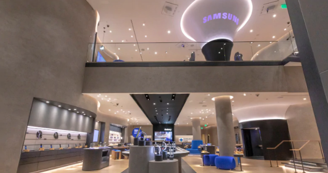 Samsung Opening US Retail Stores before Apple's