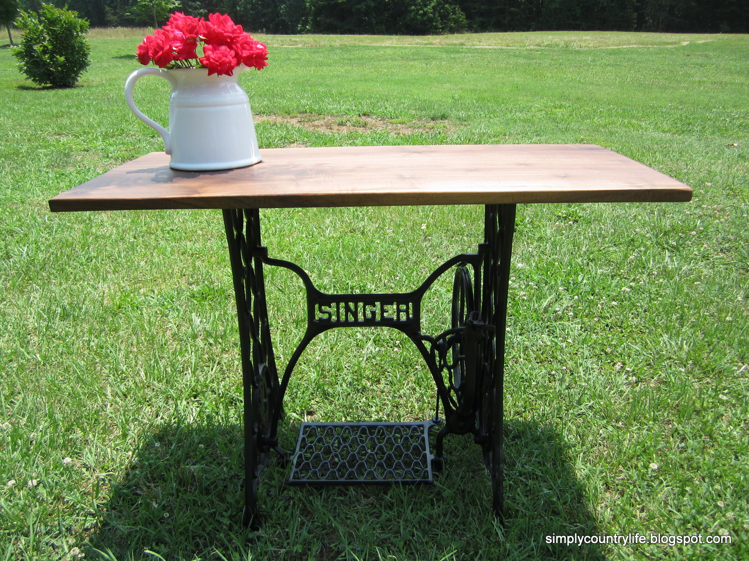 simply country life antique singer sewing machine table makeover. Black Bedroom Furniture Sets. Home Design Ideas