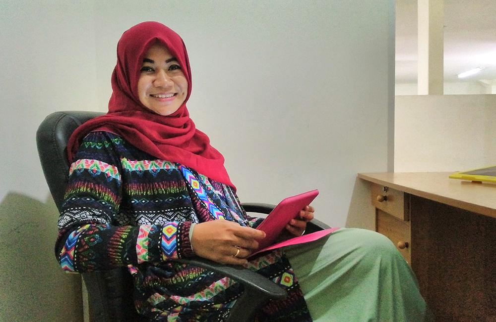 Fokus Karir cewek hijab manis singgle jomblo belum menikah